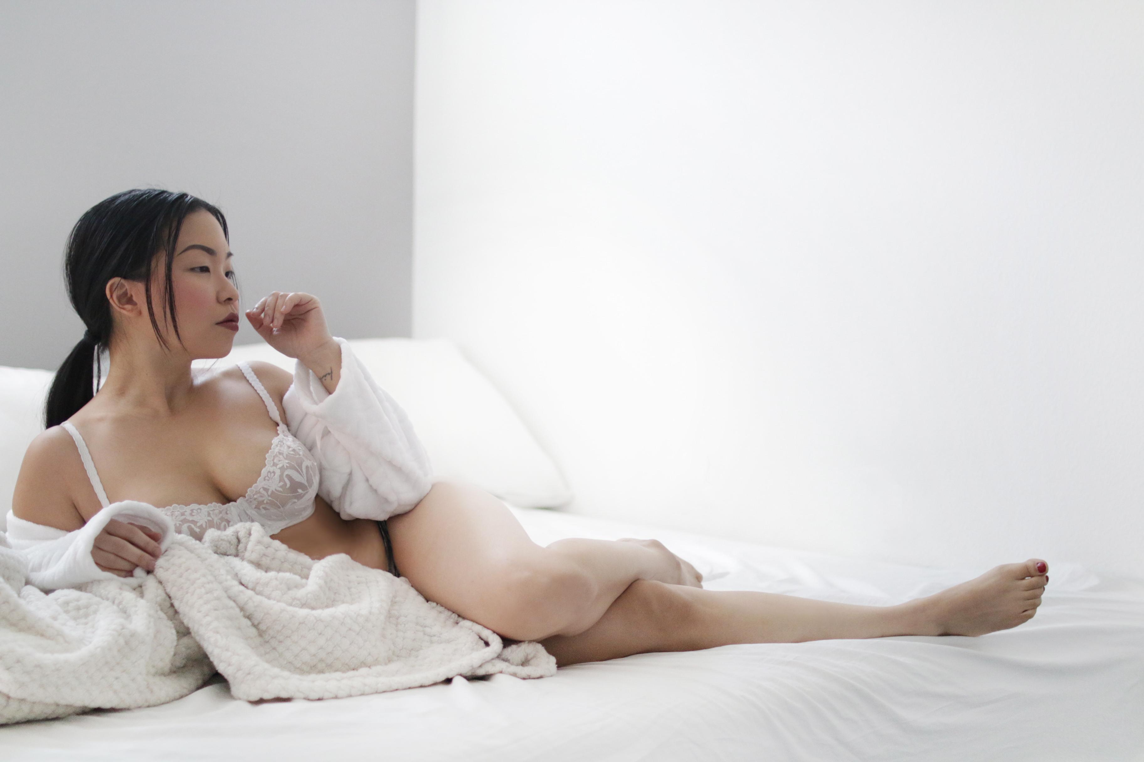 angela ricardo lingerie blogger model